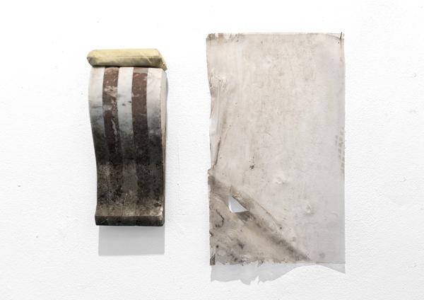 Marbre d'ornement, coton, adhésif de sol provenant du musée La Boverie de Liège. Carte blanche à Françoise Safin, Centre Wallon d'Art Contemporain, Flémalle. Novembre 2017. Photographie: Jacky Lecouturier