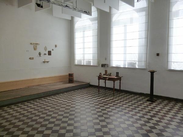 Vue partielle de l'installation. Exposition du Centre Culturel de Marchin, Grand-Marchin. Mai 2016. Photographie: Emmanuel Dundic
