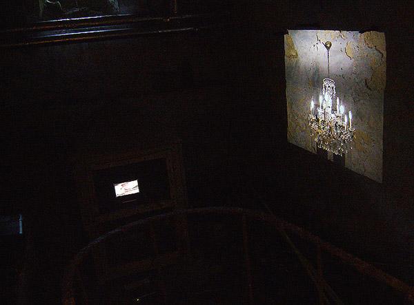 Marie-Thérèse et cocaïne. Vidéos. Collectif Hôtel Jeudi, Synergie, Fonds Félicien Rops, Thozée. Mai 2010. Photographie: Emmanuel Dundic