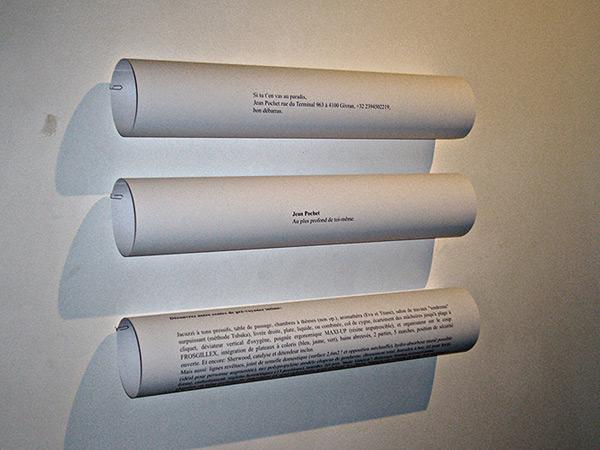 Papiers, aphorismes. Galerie Flux, Liège, 2007. Photographie: Lino Polegato