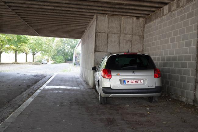 Projet: 31 plaques d'immatriculations déployées sur des aires de stationnements de la ville de Huy, dans le cadre d'une exposition ayant pour thème les TABOUS et les NON-DITS. Installation CENSURÉE par les autorités communales pour cause de trouble à l'ordre publique en date du 12/09/2018. Liste complète des plaques retirées de l'espace public: PAUVRE – RICHE – POUVOIR – FAMINE – MORT – PRIER – INTELLO – VIOL – SUICIDE – MIRACULE – ARABE – JUIF – MIGRANTS – VIANDE – VEGAN – GROS – PORC – SALOPE – CATHO – BOBO – BONTE – FAIBLE – PARTAGE – CONARD – FELLATION – MASTURBER – SOUFFRIR – TORTURE – PEDOPHILE – EXCREMENT – CANNIBALE. Dédale 2018, Parcours des Arts Contemporains en milieu urbain, Huy. Septembre – octobre 2018. Photographie: Elodie Ledure