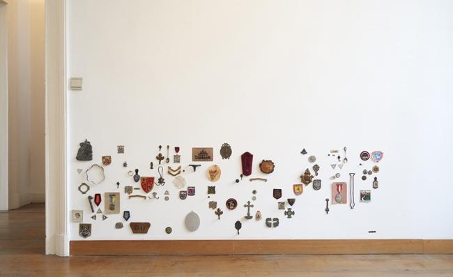 Sans titre. Poubelle de brocante. Amollir Molloy, Galerie Flux, Liège. Septembre 2018. Photographie: Alain Janssens